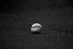 野球ボールが置いてある画像