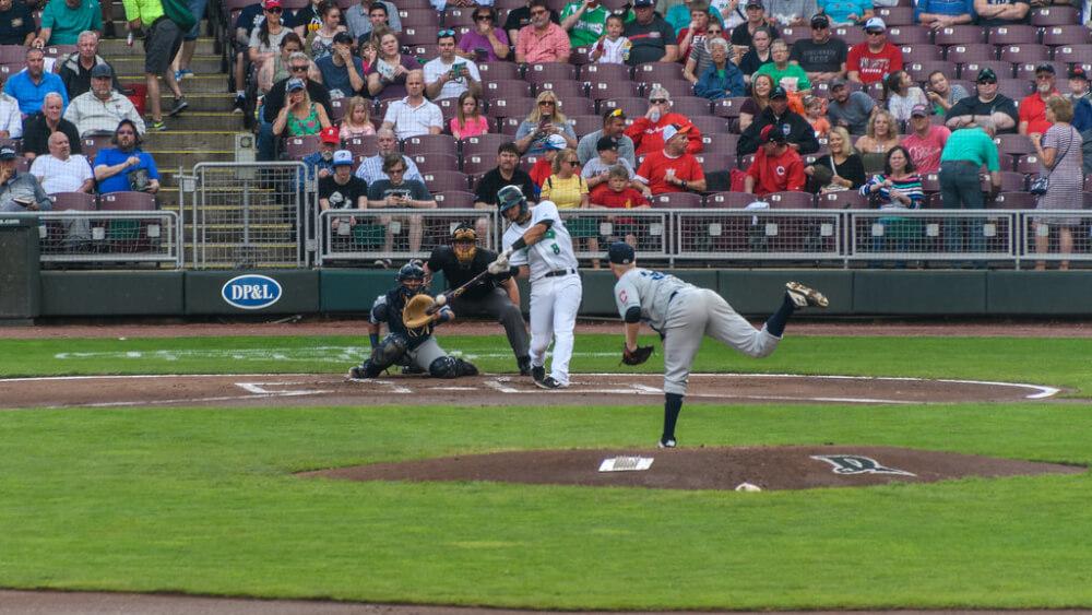 野球の試合をセンター方向から見たところ