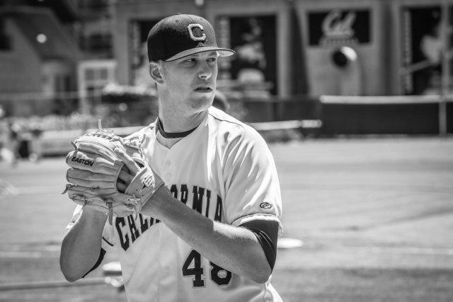 白黒の野球選手の写真