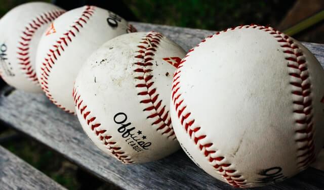 野球ボールが並んでいるところ