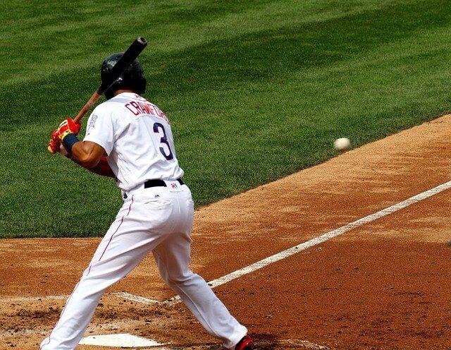 低めの変化球を見逃す左打者