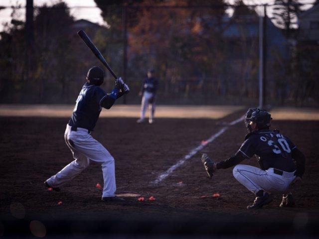 ボールを見極めてフォアボールを選ぶ打者